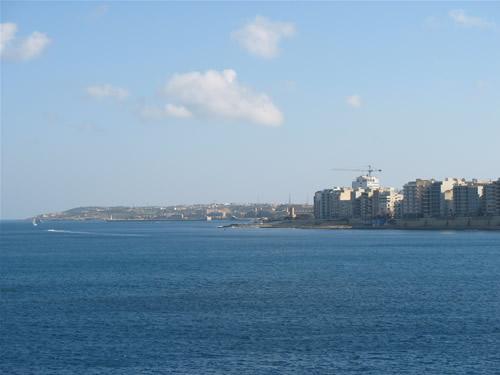 Aussicht von Paceville nach Sliema und Valletta.