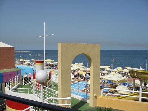 Hotelparkanlage in Qwara