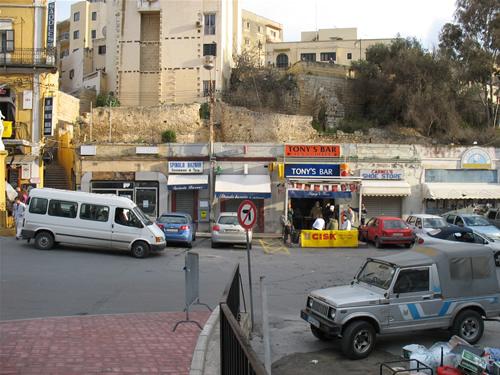 Tonys Bar, ein beliebter Treffpunkt der Malteser