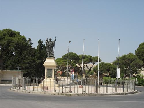 Kreisverkehr vor der Roman Villa in Mdina.
