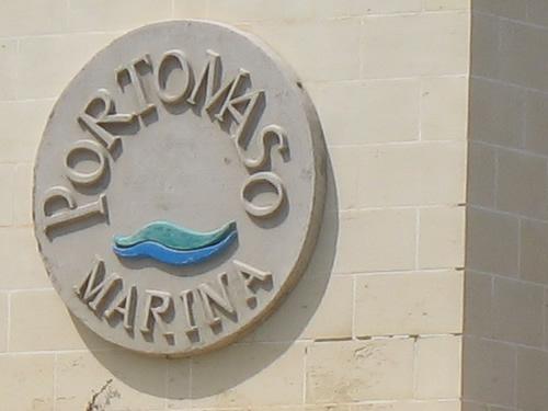Das Portomaso Marina Emblem.