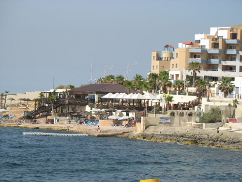 Strandbereich des Dolmen Resort Hotel in Bugibba