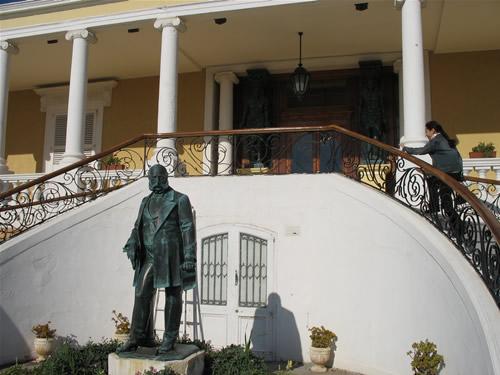 Eingang zum Dragonara Casino.