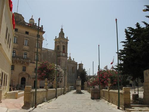 Seiteneingang zur Hauptkirche von Rabat.