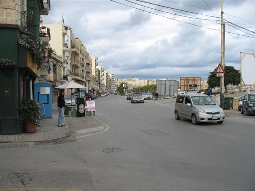Straßenhändler in Sliema - Malteser feiern bereits die Parlamentswahlen