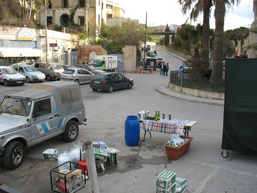 Kleiner Alkohol-Stand am Spinola Bay in St. Julians