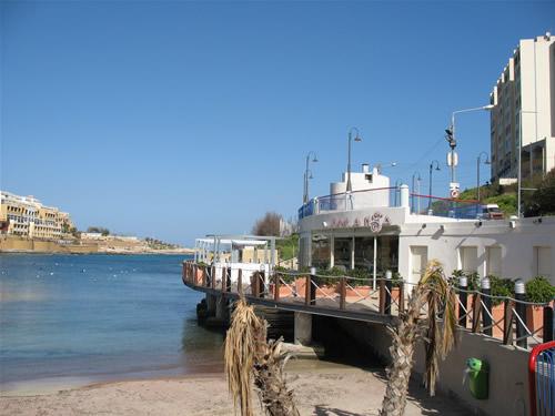 BANANA - das Strandcafe - gehört zum InterContinental Hotel, sowie ein Teil des Sandstrandes St. Georges Bay.