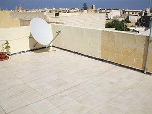Dachterrasse mit Satellitenschüssel