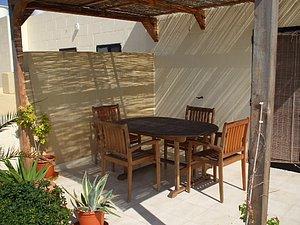 Sitzmöglichkeiten auf der Terrasse