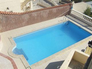Swimming Pool & Sonnenterrasse